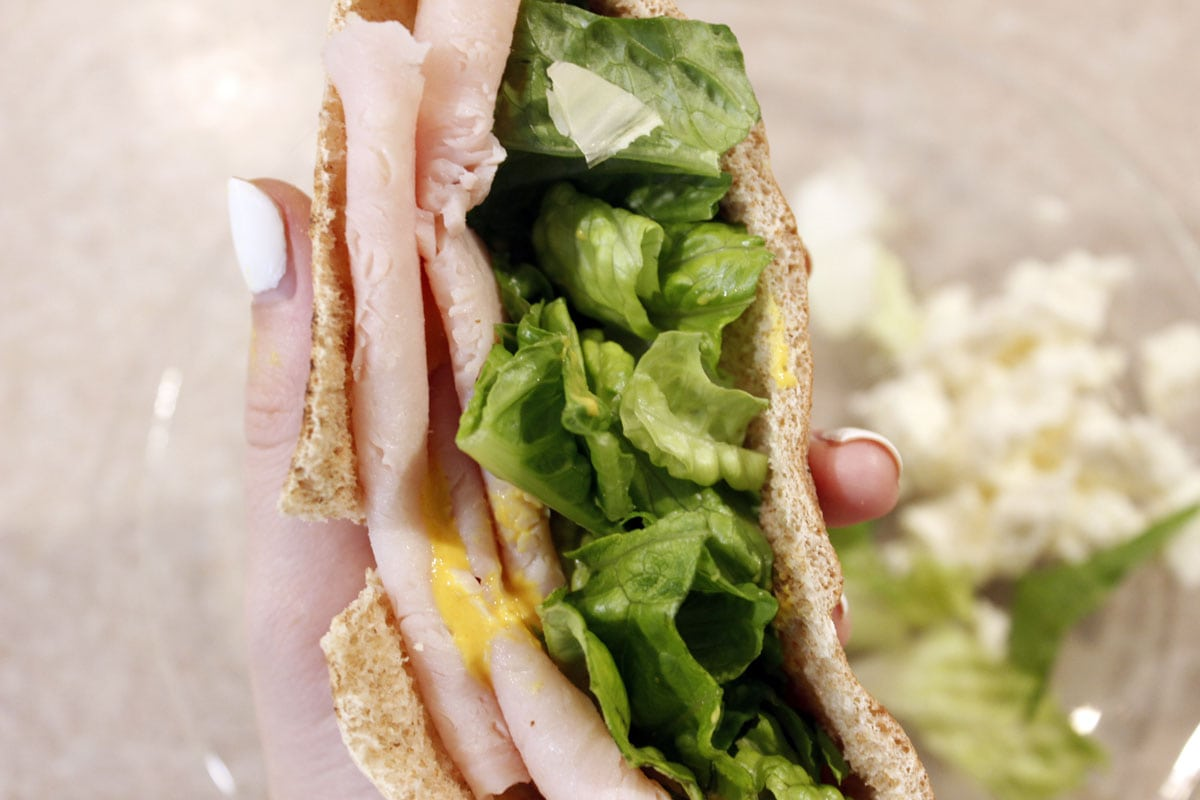 Looking for an easy, healthy lunch idea? Check out this turkey & feta pita!