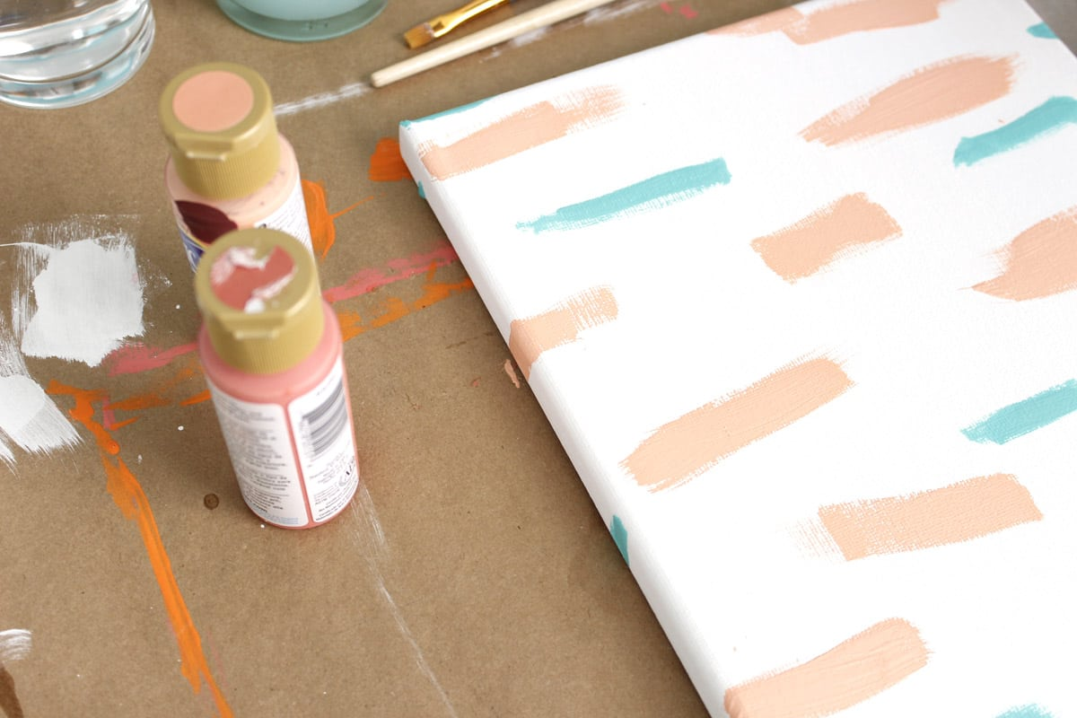 Looking for a quick, easy DIY to do this weekend? These DIY canvases are perfect for any dorm or bedroom! // DIY canvas wall art
