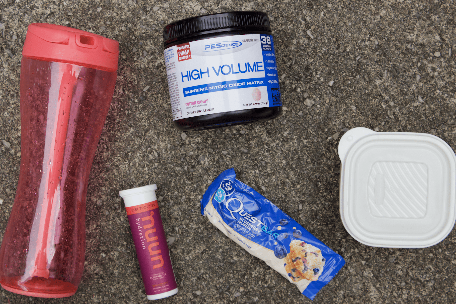 Get the most out of your workout by having everything you need in your gym bag. Here's what I keep in my gym bag to have the best workouts!